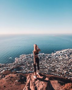 "54.5 mil curtidas, 675 comentários - DEBI FLÜGGE (@debiflue) no Instagram: ""hiking is one of my favorite activities here in #Capetown these views make every workout so much…"""