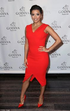 Red dress gala 3 than tuong