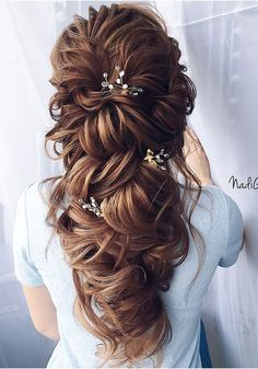 Tendance Coupe & Coiffure Femme Description 40 Stuning Long Curly Wedding Hairstyles from Nadi Gerber Curly Wedding Hair, Wedding Hairstyles For Long Hair, Wedding Hair And Makeup, Bride Hairstyles, Bridal Hair, Cool Hairstyles, Hairstyle Ideas, Haircuts For Curly Hair, Curly Hair Styles