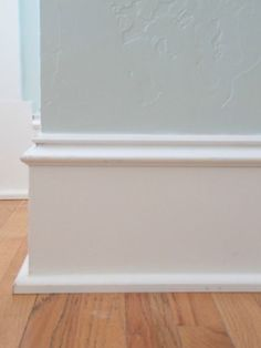 Baseboard styles modern with base molding ideas. Baseboard is the trim that goes along the wall bottom beside the flooring. Different baseboard styles. Baseboard Styles, Baseboard Molding, Floor Molding, Base Moulding, Moldings And Trim, Bathroom Baseboard, Baseboard Ideas, Wainscoting, Molding Ideas