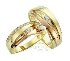 Hadir kembali model Cincin Kawin Showah terbuat dari emas kuning untuk cincin pasangan wanita seangkan untuk cincin pria terbuat dari bahan palladium yangb dilapis dengan rodium berwarna emas kuning, selain warna emas kuning juga diberi aksen kombinasi warna rosegold. Pada masing-masing permukaan cincin ditambah 1 buah batu zircone putih berukuran 2 mm untuk cincin pasangan...