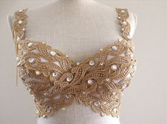 Gold Goddess or in Your Size by Crystalsandlaces on Etsy Burlesque Costumes, Belly Dance Costumes, Carnival Costumes, Festival Outfits, Festival Fashion, Mermaid Bra, Diy Bra, Rave Gear, Fantasias Halloween