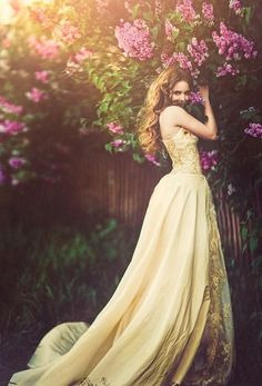 Wedding Photography memorable suggestions 8279612366 - Delightfully classy poses to create a really remarkable. Fantasy Photography, Portrait Photography, Fashion Photography, Wedding Photography, Fotografie Portraits, Mode Glamour, Yellow Gown, Belle Photo, Beauty And The Beast