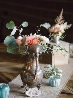 A teapot as a centerpiece container? Yes please!