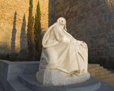 Espido Freire se ha metido durante un mes en la piel de Santa Teresa de Jesús para para elaborar una aproximación actual a la figura de la mística abulense en su nuevo libro  'Para vos nací'. Papa Francisco, Book, Fur