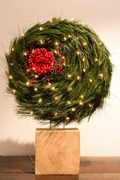 About Flowers - Lut Verkinderen - Stichting Kunstboek Noel Christmas, Christmas Wreaths, Christmas Bulbs, Christmas Crafts, Deco Floral, Arte Floral, Creative Flower Arrangements, Floral Arrangements, Art Floral Noel