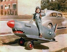 Wow! Totally awesome vintage airplane pedal car. Look at that face! I love it...