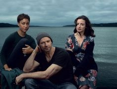 From left: Cush Jumbo, Jackman, and Laura Donnelly. On Jumbo: Michael Kors sweater and Lucky Brand jeans. On Jackman: Rag & Bone knit cap. On Donnelly: Suzannah dress and The Row cardigan. - Photographed by Annie Leibovitz, Vogue, November 2014 Hugh Jackman Broadway, Richard Avedon Portraits, Cush Jumbo, Best Portrait Photographers, Portrait Photography, Adam Green, Annie Leibovitz Photography, Laura Donnelly, Vogue Us