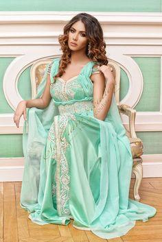 Robe Dubai turquoise avec cape et ceinture
