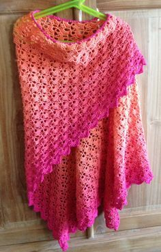 This ombre crochet lace shawl is so ready for the summer!