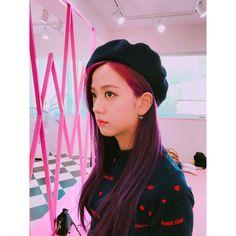 [PHOTO] Jisoo's aesthetic is my weakness 😭💕💕 Slide for more👉 . Kpop Girl Groups, Korean Girl Groups, Kpop Girls, Square Two, Black Pink ジス, Peinados Pin Up, Lisa, Mode Kpop, Blackpink Photos