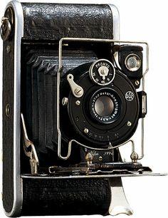 1929 Nifcalette folding camera