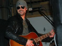 Bilderesultat for eric church private party Country Boys, Country Music, Eric Church Chief, Take Me To Church, A Star Is Born, Country Artists, My Vibe, Cool Countries, Good Music