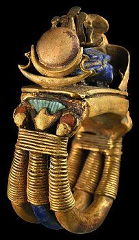 Ring from tomb of Tutankhamun. A central scarab wears a tiny atef crown of thin sheet gold.