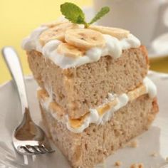 Banana Cream Cake Recipe~6 pts  Indulge in this guilt free, low calorie Banana Cream Cake Recipe and stay on track with your Weight Watchers Daily Points Allowance. Each slice is creamy, moist, decadent and just as good as a homemade banana cream cake recipe, but without the excess fat and calories.