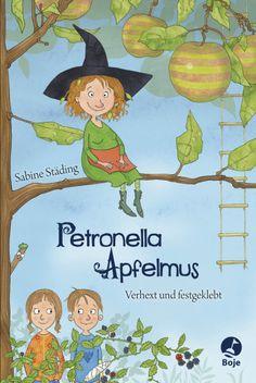 Petronella Apfelmus   Sabine Städing   Kinderbuch ab 8 Jahren   Hardcover   Petronella Apfelmus ist eine Apfelbaumhexe, und ganz standesgemäß wohnt sie in einem Apfel. Hier genießt sie die Ruhe – bis eines Tages Familie Kuchenbrand mit den neugierigen Zwillingen Lea und Luis in das benachbarte Müllerhaus einzieht. Eines Tages stehen die Kinder plötzlich in ihrem Wohnzimmer und erstaunt stellt die kleine Hexe fest, dass ihr die beiden sogar gefallen ...