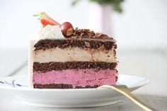 Opskrift på syndig fødselsdagslagkage med solbær og nougatmousse