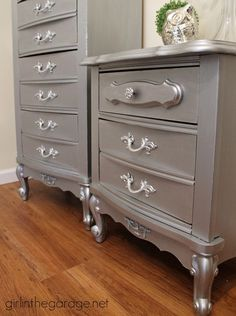 How to glam up an 80's faux-wood French Provincial-style set with Modern Masters Metallic Paint.  http://girlinthegarage.net