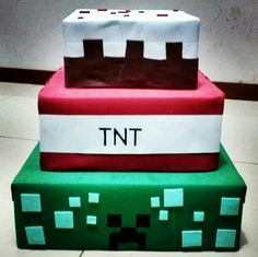 Bolo falso minecraft, feito com caixas de papelao e eva...custo total R$ 6,00 Minecraft, Custo, Bags, Birthday Party Ideas, Ideas Para Fiestas, Chip Cookies, Sweet Pastries, Carton Box, Boxes