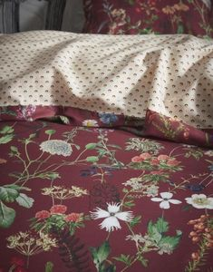 20 tips will help you improve the environment in your bedroom . Floral Bedroom, Bedroom Decor, Cushion Inspiration, Bed Cushions, Dorm Life, Dorm Decorations, Bed Spreads, Linen Bedding, Dorm Room