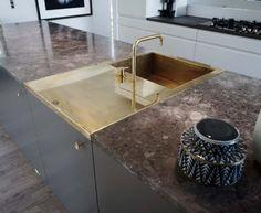 En gennemgående vask, der placeres imellem to bordplader, og vasken flugter bordplade i længde, bredde[...]