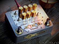 handmade guitar pedals and devices Guitar Effects Pedals, Guitar Pedals, Arte Steampunk, Homemade Instruments, Jam On, Guitar Parts, Pedalboard, Custom Guitars, Diy Electronics
