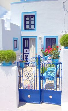 Santorini-house-blue-white