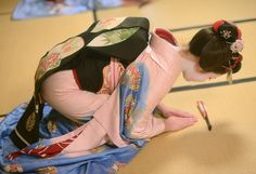 Maiko bowed