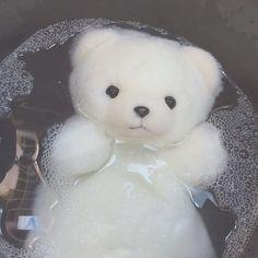 Japanese Aesthetic, White Aesthetic, Aesthetic Grunge, Aesthetic Photo, Aesthetic Pictures, Urbane Fotografie, Cute Stuffed Animals, Cybergoth, Cute Icons