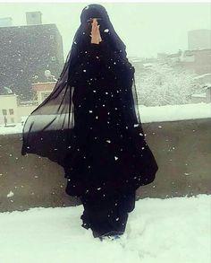 Niqab Eyes, Hijab Niqab, Muslim Hijab, Hijab Outfit, Cute Muslim Couples, Muslim Girls, Arab Girls, Ideal Girl, Niqab Fashion