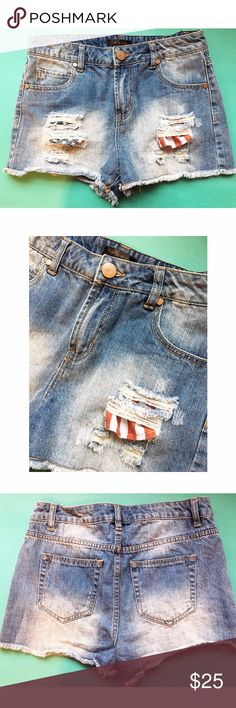 American Flag Pockets High Waisted Denim Shorts Perfect for summer time! Distressed shorts, deep pockets show through to show your patriotism! 9 inch rise and 2 inch inseam. Worn once in great conditions! 🚫No trades or PayPal🚫 Fire Los Angeles Shorts Jean Shorts