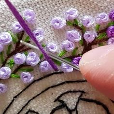 Hand Embroidery Patterns Flowers, Hand Embroidery Videos, Embroidery Stitches Tutorial, Embroidery Flowers Pattern, Hand Embroidery Designs, Embroidery Suits, French Knot Embroidery, Etsy Embroidery, Simple Embroidery