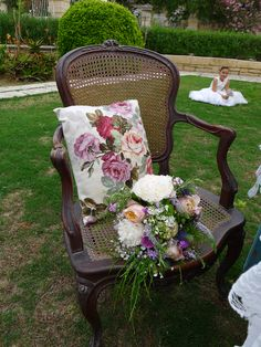 and the perfect combination Bologna, Wicker, Villa, Weddings, Chair, Flowers, Vintage, Furniture, Home Decor