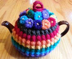 Inspired Crochet Tea Cosy / Free Puffy Rib Tea Cosy crochet pattern by Megan Mills. Ribbed Crochet, Crochet Cozy, Crochet Gifts, Knit Cowl, Hand Crochet, Crochet Granny, Crochet Geek, Crochet Potholders, Form Crochet