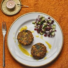 Chickpea Cakes with Curry Oil. Chickpea cakes with curry oil. Vegetarian Recipes Easy, Veggie Recipes, Indian Food Recipes, Vegan Vegetarian, Cooking Recipes, Healthy Recipes, Veggie Food, Indian Foods, Vegan Foods