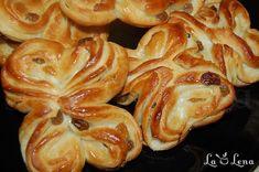 Chifle dulci cu stafide - LaLena.ro Breakfast Snacks, Breakfast Recipes, Snack Recipes, Pastry And Bakery, Pastry Cake, Raisin, Shrimp, Deserts, Food And Drink