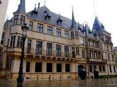 Une fois que le chef du gouvernement, le Palais grand-ducal du Luzembourg est aujourd'hui la résidence officielle du Grand-Duc de Luzembourg. De toute façon, certainement un centre de la politique!