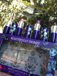 Are you ready for the next ghoulish addition to the Beautifully Disney collection? Well, the happy haunts over at the Disney Parks received your sympathetic vibrations have assembled a new Haunted Mansion collection.