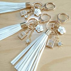 Keychain Images, Cute Keychain, Diy Jewelry, Jewelery, Handmade Jewelry, Jewelry Making, Handmade Bracelets, Beaded Bracelets, Diy Resin Crafts