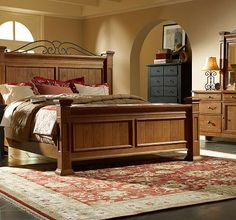 Broyhill Attic Heirlooms Mansion Bed
