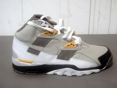 Nike Air Trainer SC - Grey/Yellow A new Nike Air Trainer SC has been released featuring shades of grey, white accents and a black patent leather toe. Bo Jackson Sneakers, Bo Jackson Shoes, Sneakers N Stuff, Retro Sneakers, Sneakers Nike, Nike Shoes Air Force, Nike Air, Tenis Basketball, Louis Vuitton Mens Sneakers