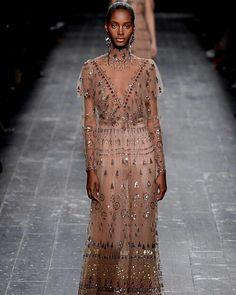 Valentino Valentino  #ConGuantesySombrero   #fashion #look #collection #designers #runaway #instagood