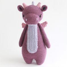 Mesmerizing Crochet an Amigurumi Rabbit Ideas. Lovely Crochet an Amigurumi Rabbit Ideas. Giraffe Crochet, Crochet Bear, Crochet Animals, Crochet Toys, Dragon En Crochet, Crochet Dragon Pattern, Crochet Patterns Amigurumi, Amigurumi Doll, Crochet Dreamcatcher