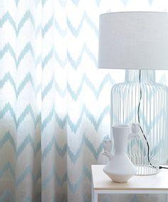 O tecido que escolhemos para os cortinados da nossa casa é importantíssimo. Venha ver as voiles que temos e vai encontrar o que procura.