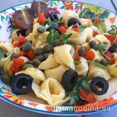 Esta ensalada de pasta estilo 'caprese' se prepara con ingredientes sencillos y siempre es un éxito por su sabor y frescura.