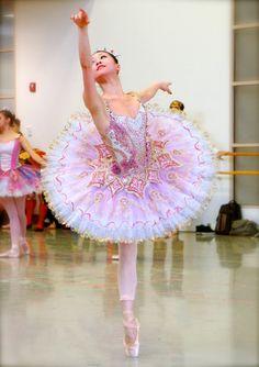 Principal Dancer Misa Kuranaga as the Sugar Plum Fairy in Boston Ballet's The Nutcracker ||