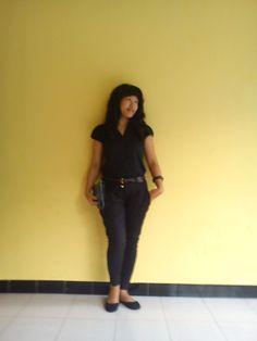 women in black..sweet casual fashion style