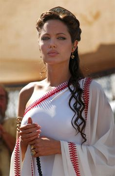 The Beautiful yet dominating Olympias. Angelina Jolie as Alexander's mother.