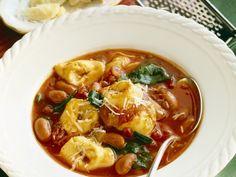 Tomatensuppe mit Bohnen und Tortellini - smarter - Zeit: 40 Min. | eatsmarter.de