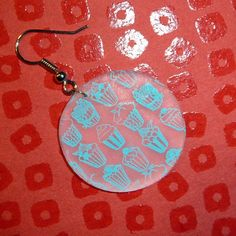 Earring with cupcakes in shrinky dink, creation of Florence Woestyn